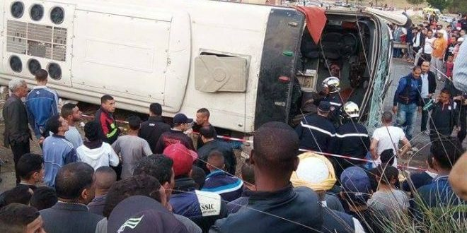 video-6-morts-et-30-blesses-dans-le-renversement-dun-bus-a-tiaret
